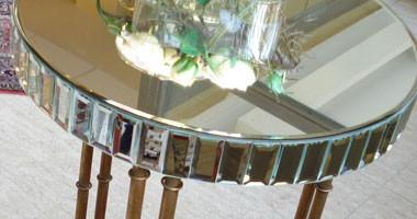 Mesas auxiliares de cristal y madera