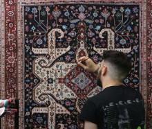 http://alfombrasyasmina.com/galeria/444-thumb-pintor-realista-alfombras.jpg
