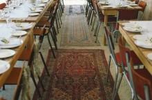 http://alfombrasyasmina.com/galeria/480-thumb-alfombra-bajo-mesas-banquete.jpg