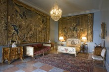 http://alfombrasyasmina.com/galeria/502-thumb-palacio-de-viana-tapices.jpg